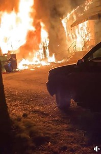 firefighters-battle-a-garage-fire-overnight-in-southington
