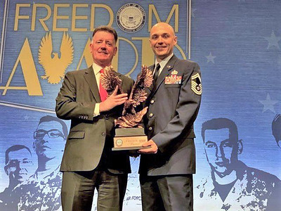 eversource-honored-at-pentagon-for-its-support-of-vets-reservists
