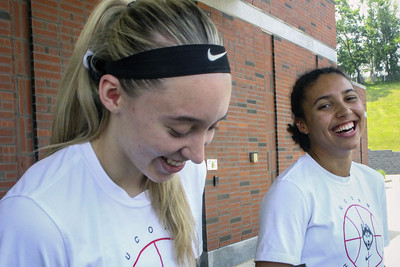 bueckers-and-fudd-bring-friendship-competitiveness-to-uconn