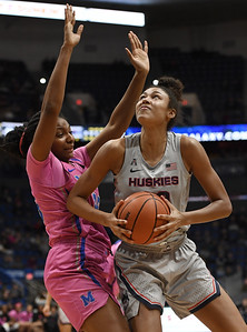 uconn-womens-basketball-sophomore-nelsonododa-earning-time-with-dirty-work