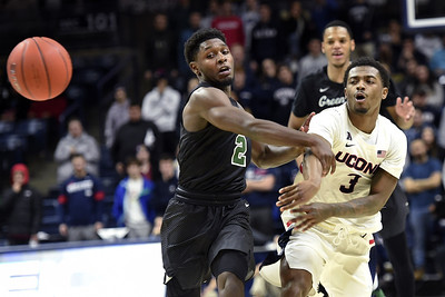 gilbert-comes-up-big-for-uconn-mens-basketball-after-family-tragedy