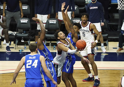 uconn-mens-basketball-falls-to-no-9-creighton-in-overtime-thriller