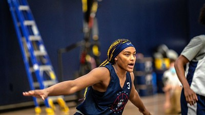 uconn-womens-basketball-freshman-edwards-relying-on-a-canadian-connection