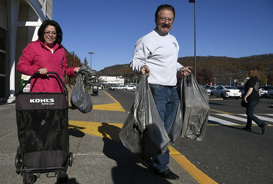 black-friday-deals-draw-shoppers-to-area-stores