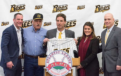 new-britain-bees-officially-introduce-former-mets-second-baseman-wally-backman-as-new-manager
