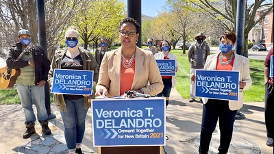 delandro-makes-it-official-shes-running-for-mayor-of-new-britain-against-erin-stewart-two-others