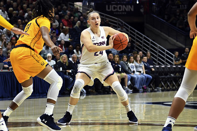 griffin-makurat-each-struggle-in-debuts-for-uconn-womens-basketball