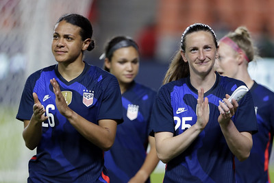 website-invents-controversy-over-us-womens-soccer-teams-anthem-stance-in-east-hartford