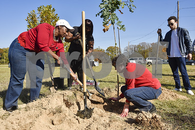 east-texans-commemorate-world-aids-day-with-tree-planting