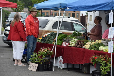 government-officials-encourage-residents-to-visit-their-local-farmers-market