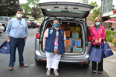 girl-scouts-of-connecticut-donate-1800-boxes-of-cookies-to-bristol-health