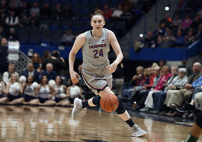 anna-makurat-opting-to-transfer-from-uconn