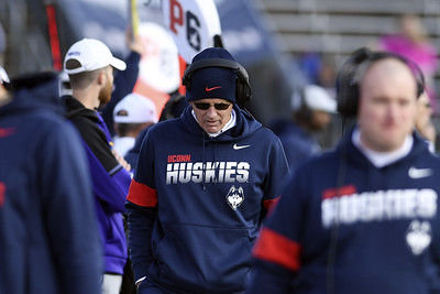 lamont-reluctant-to-let-uconn-football-travel-to-virus-hotspots-this-fall