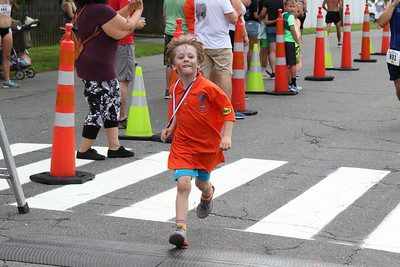 runners-brave-the-heat-for-petit-road-race