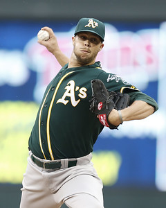 new-britain-bees-sign-ccsu-grad-former-mlb-pitcher-scribner