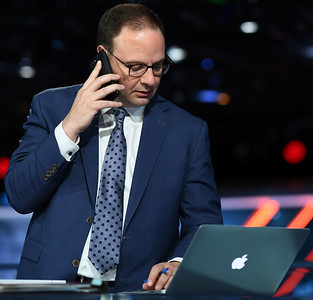 prominent-nba-insider-wojnarowski-feels-right-at-home-literally-while-working-at-espn