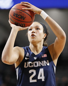 collier-gets-100th-straight-start-for-uconn-womens-basketball
