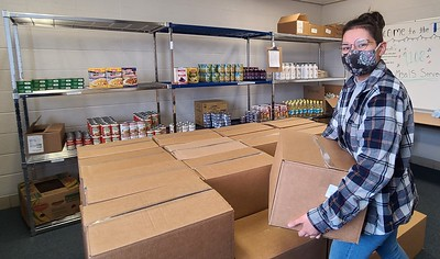 berlin-food-service-company-delivers-50-boxes-of-food-to-klingberg-family-pantry