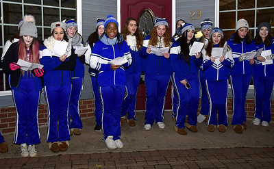 theres-no-snow-but-its-a-white-christmas-in-southington