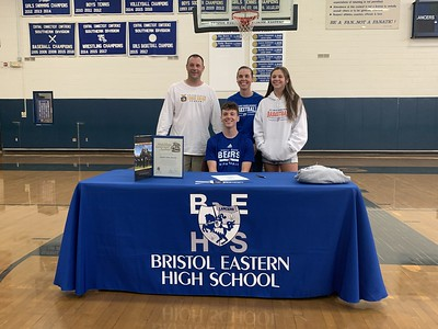 parent-commits-to-play-basketball-at-coast-guard-academy