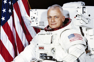nasa-astronaut-1st-to-fly-untethered-in-space-dies-at-80