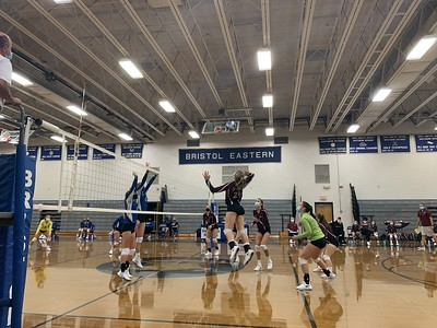 lancers-continue-winning-streak-against-rams-in-volleyball-with-fourset-win
