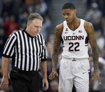 larrier-has-face-swollen-but-is-likely-to-play-for-uconn-mens-basketball-at-tulane
