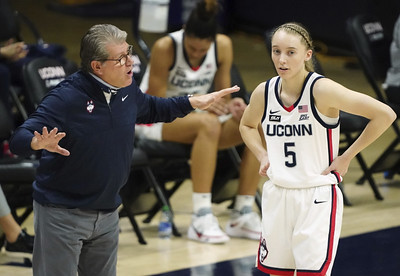 auriemma-back-to-lead-uconn-womens-basketball-bueckers-against-iowa-clark