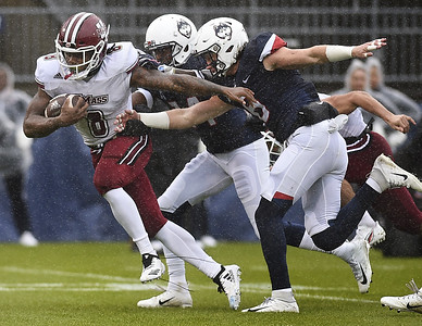 uconn-football-falls-to-umass-as-defense-falters-late