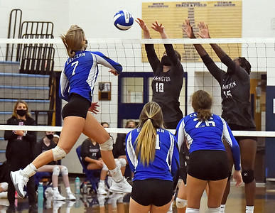 bristol-eastern-girls-volleyball-completes-perfect-season-with-sweep-of-farmington-to-win-ccc-region-b-title