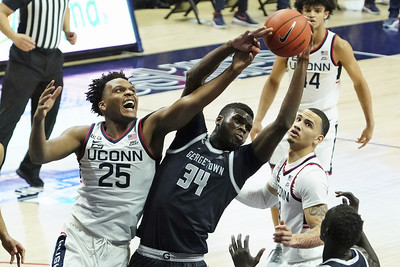 like-old-times-uconn-mens-basketball-roaring-into-march
