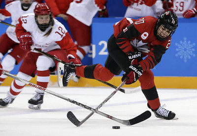 silver-lining-for-uconns-nurse-during-uscanada-womens-hockey-final-watching-cousin-play