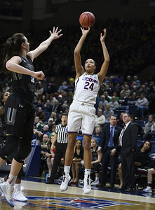 collier-has-been-doubledouble-machine-for-uconn-womens-basketball