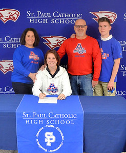 st-paul-girls-soccers-allstate-goalkeeper-zwolinski-signs-to-play-for-divisioni-american-university