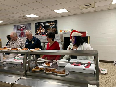 southington-rotarians-spread-the-christmas-kindness