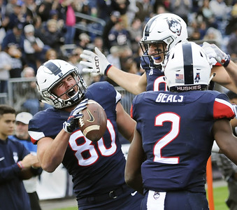 uconn-te-myers-signs-as-undrafted-free-agent-with-new-orleans-saints