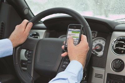phone-problems-many-drivers-ignoring-distracted-driving-dangers