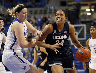 homecoming-to-st-louis-special-moment-for-uconn-womens-basketball-senior-collier