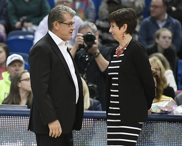 thorn-removed-for-auriemma-with-mcgraw-stepping-down-at-notre-dame