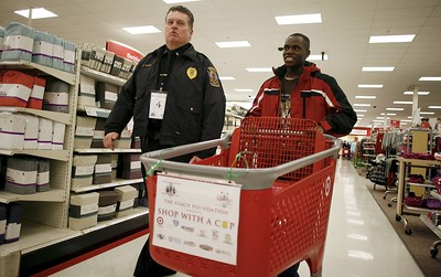 in-shop-with-a-cop-officers-fulfill-christmas-wishes