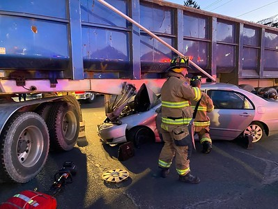 woman-sent-to-hospital-with-minor-injuries-after-accident-on-berlin-turnpike