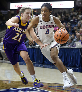 uconns-womens-basketballs-coombs-looking-for-fresh-start-in-her-sophomore-season