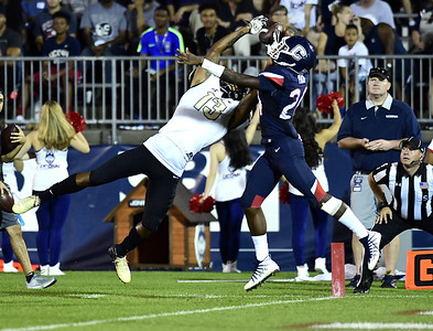 uconn-footballs-starting-freshmen-have-a-lot-of-growing-pains-to-go-through