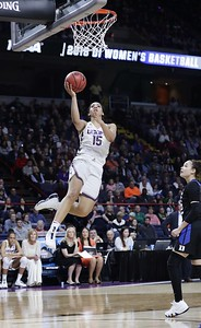 williams-shows-what-she-can-do-helping-uconn-womens-basketball-get-into-elite-eight-contest-today