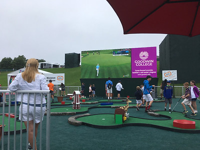 area-fans-have-blast-watching-golfs-best-players-at-travelers-championship
