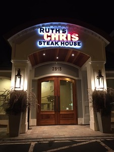 ruths-chris-sizzling-in-newington-for-decades