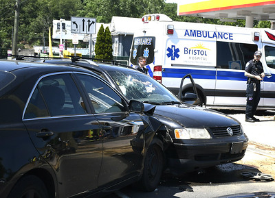 minor-injuries-traffic-delays-result-from-twocar-wreck