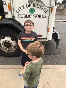 bristol-garbage-workers-have-found-their-biggest-fans-in-two-young-boys