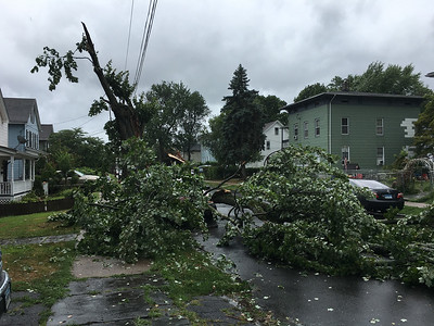 more-than-700000-connecticut-residents-without-power-wednesday-morning-including-many-in-area-towns