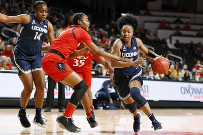 no-6-uconn-womens-basketball-hits-100point-mark-to-rout-cincinnati-in-matchup-of-aacs-toptwo-teams